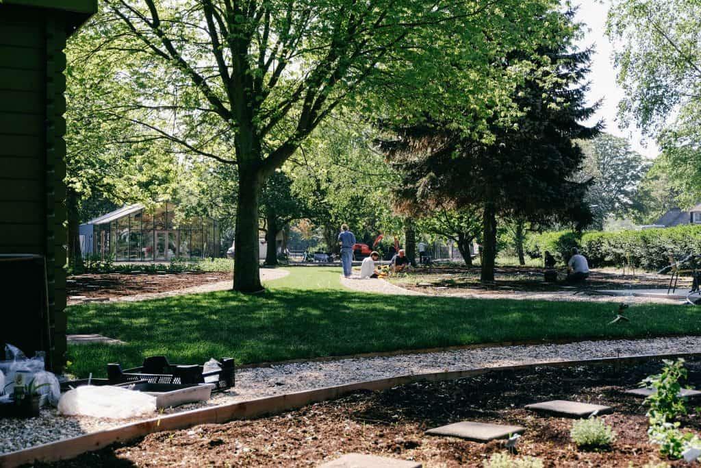 Mens en Tuin in het Park